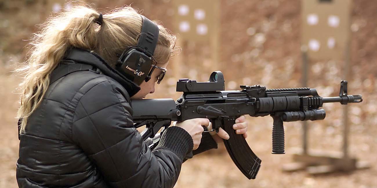 Девушка с ружьем